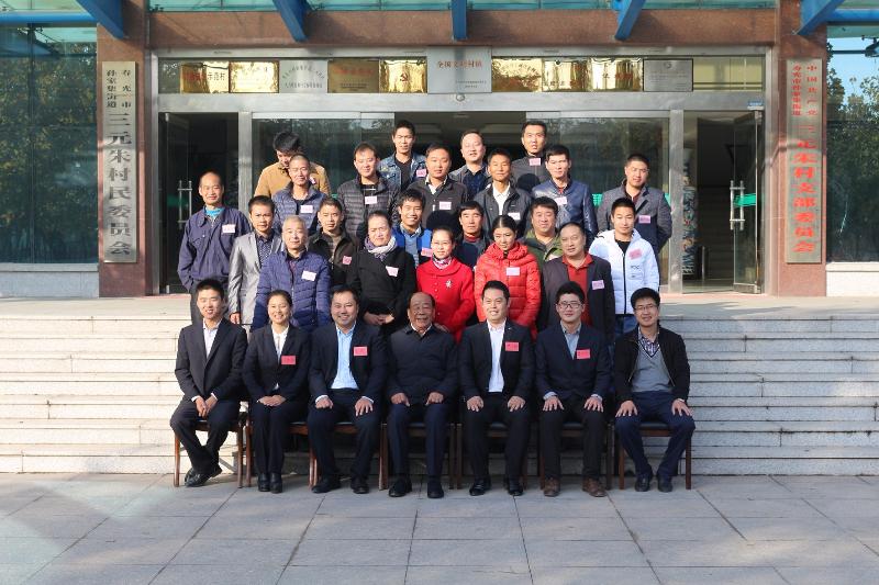 公司领导与王书记以及参加培训的学员合影.jpg