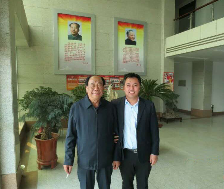 公司领导与王书记合影.jpg